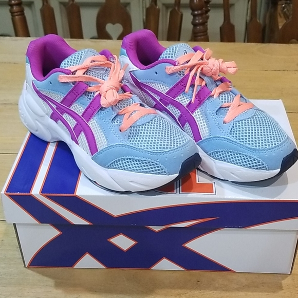 NWOT!!! Asics size 3 or 3.5 Sneakers